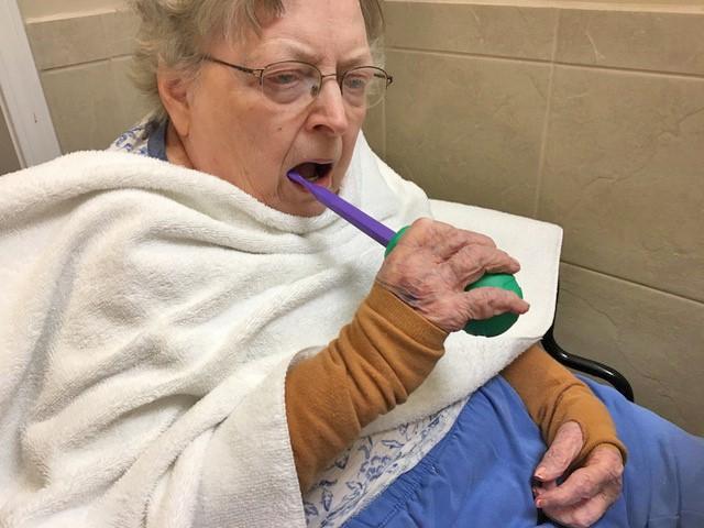 مراقبت دهانی دندانی برای سالمندات